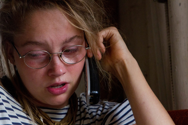 Alexis Aubin - Mygale se confie à un ami au téléphone. Mygale speaking to a friend by phone.