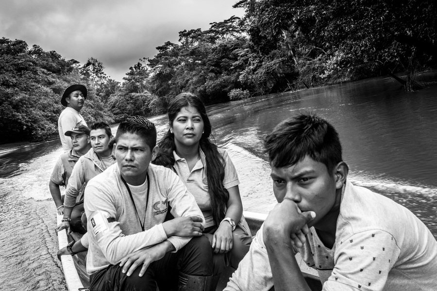 Alexis Aubin - The non-technical team of the Colombian Campaign Against Antipersonnel Mines, in the amazonian forest, as it heads to a site where a mine was found to destroy it. In the foreground right Jason David Cabesas Cuaran in charge of the cast, Fernando Figueroa (Paramedico), Aida Lupe Acosta community relationship, Oscar Vargas national coordinator of non-technical studies, John Cagua, Duver Fernando Yaiguaje investigator Vigail, - Buenavista, Community Siona , Putumayo - June 13, 2019