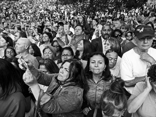 Lori George Photography - Crowd waits patiently for four hours for Pope Francis at Central Park|Friday September 25,2015