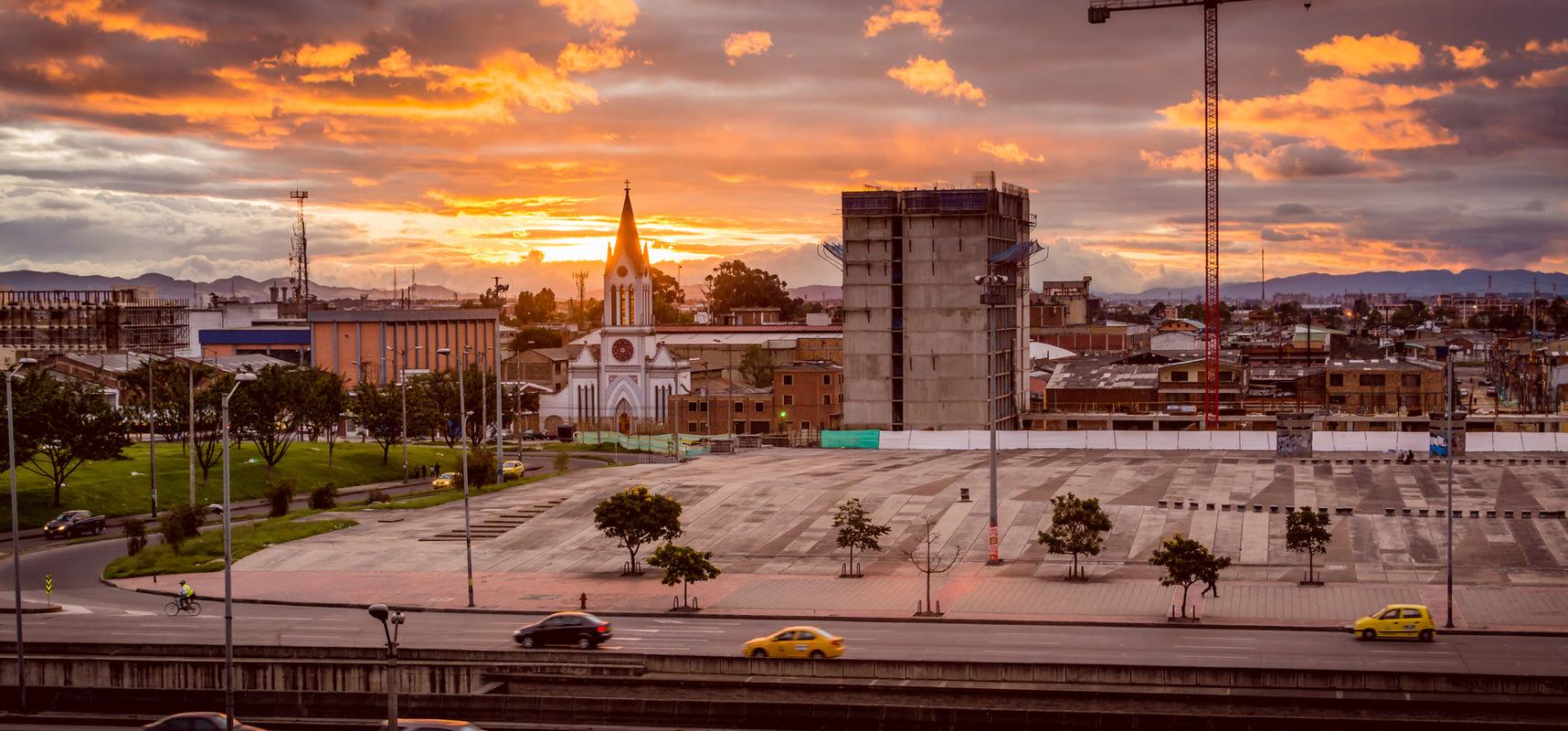 German Niño Fotografia - Atardecer en Bogotá - La antigua y moderna Bogotá