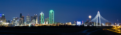 Sean Pinto photoGRAPHY - Dallas city Skyline from the bridge behind Trammell Crow Park