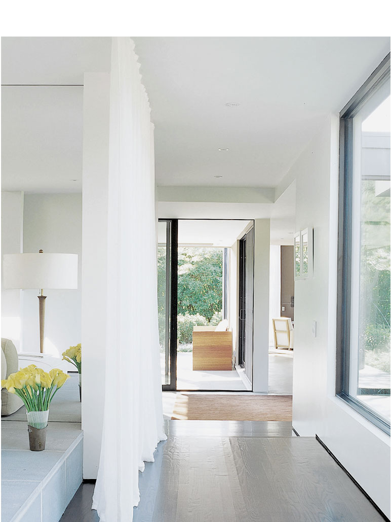 Hamptons home tori golub interior design for Smart house interior design
