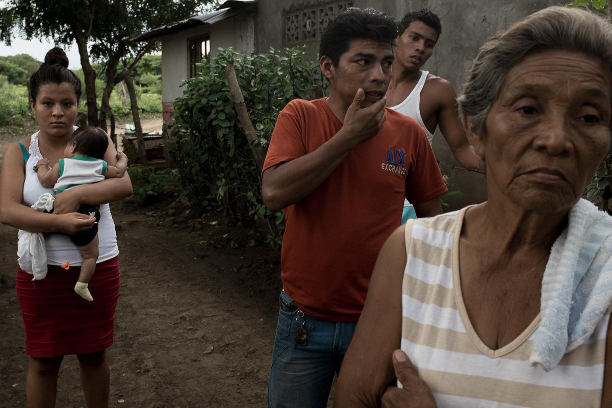 Adrienne Surprenant - À Obra Juelo, les habitants parlent du canal. Mais leurs opinions divergent quand à la manière de réagir face aux expropriations.