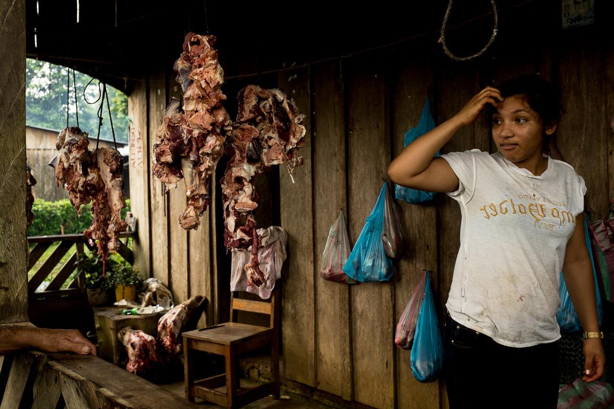 Adrienne Surprenant - Jour de marché, au Polo de Desarrollo Daniel Guido Sanchez, sur les rives de Punta Gorda. La région est lune des plus productive du pays, exportant lait, fromage et bovins.
