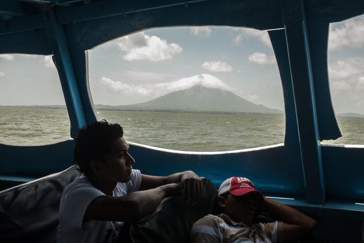 Adrienne Surprenant - Sur lîle dOmetepe, au milieu du lac Cocibolca, se trouvent deux volcans, le Maderas, et le Concepcion, qui est actif.