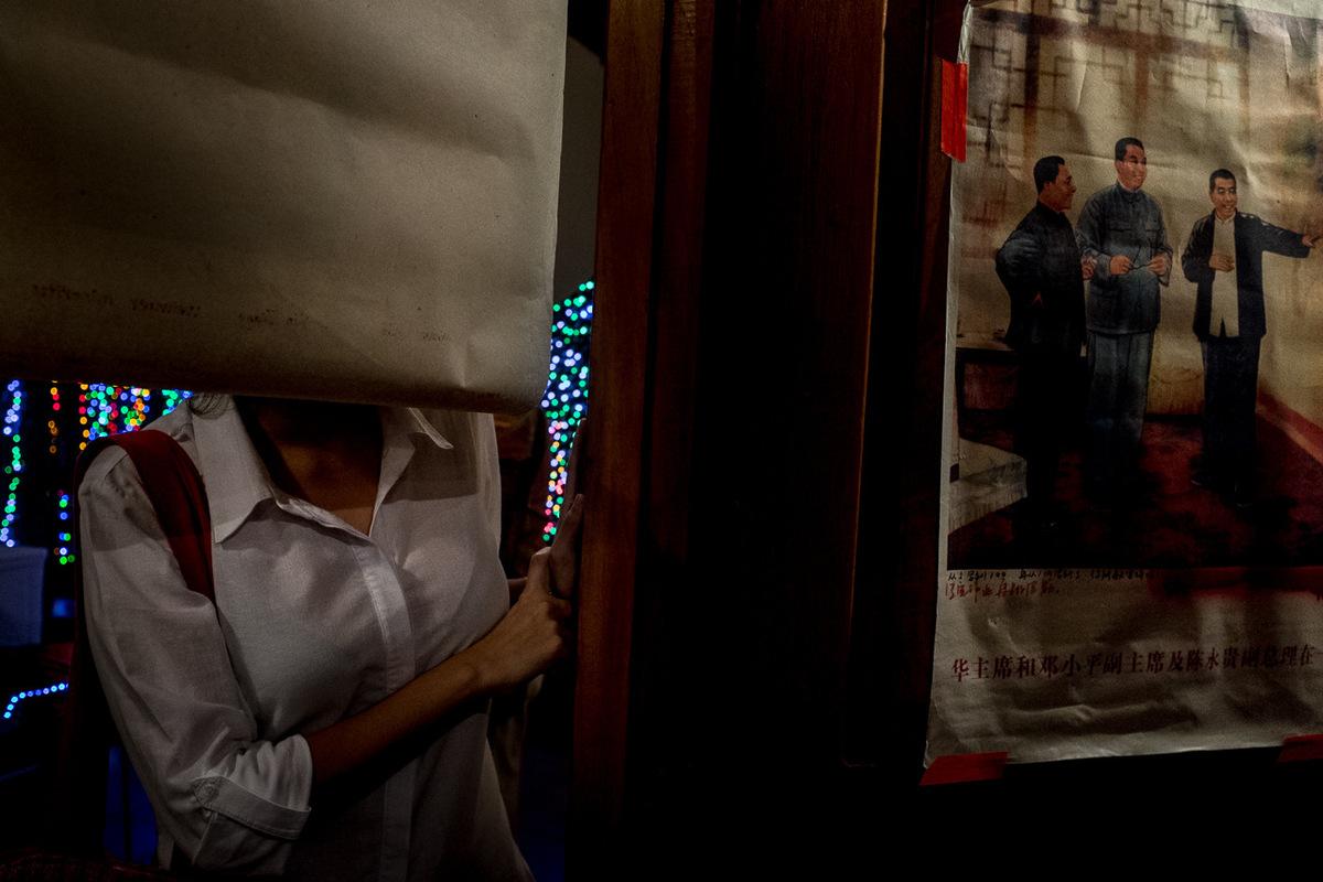 Adrienne Surprenant - Lors dun vernissage et dune conférence à luniversité privée UCA, à Managua, des jeunes exposaient des oeuvres riant du canal, aors que les conférenciers dénoncaient le manque dinformation disponibles pour réaliser des études indépendantes.
