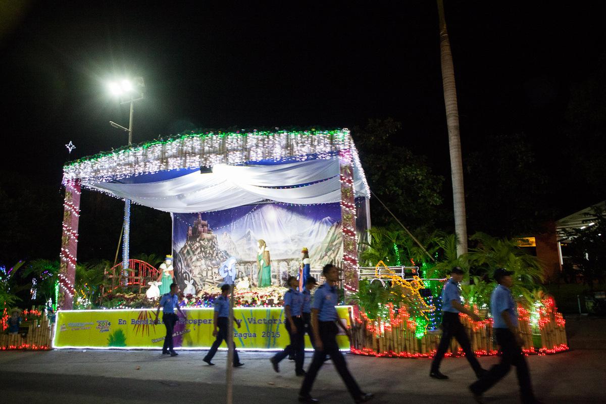 Adrienne Surprenant - Pour célébrer Noël, le gouvernement a installé une cinquantaine de crèches géantes à Managua.