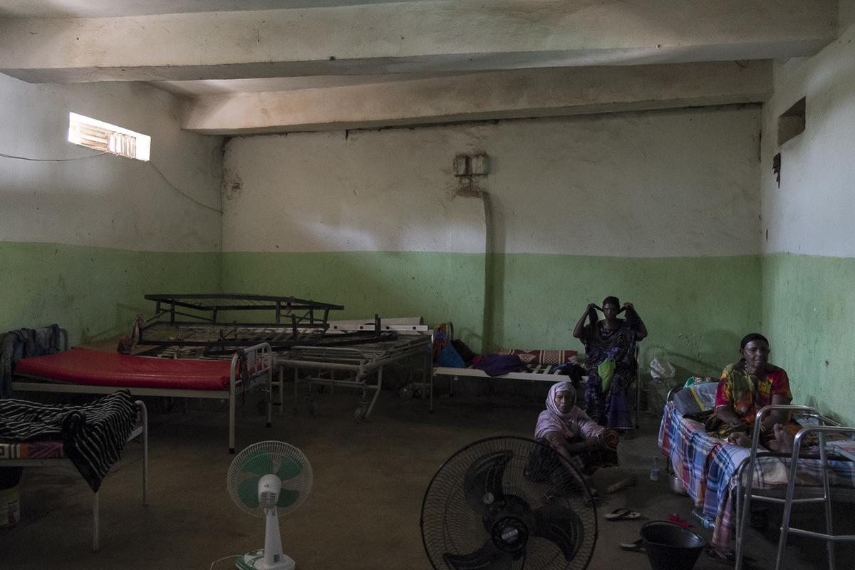 Adrienne Surprenant - Un spécialiste de la santé au Somaliland témoigne : Létablissement aurait dût fermer depuis longtemps, mais le docteur a des relations haut-placées, liées à son clan. Au Somaliland, lappartenance à un clan majoritaire ouvre de nombreuses portes.