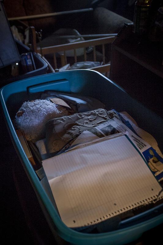 Adrienne Surprenant - Dans leur sous-sol, Anne-Marie Tapp et Michel Brosseau ont des boîtes pleines dobjets pour enfants, accumulés à chaque cycle FIV, avec espoir. Comme ils nont toujours pas denfant, descendre au sous-sol les fait pleurer.