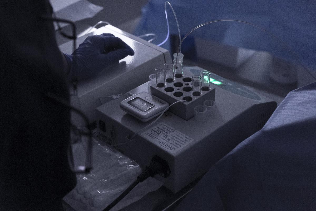 Adrienne Surprenant - Ce prélèvement dovules a donné 5 embryons fécondés. Moins dune semaine plus tard, il sera possible de voir combien sont devenus matures et sont prêts à être implantés.
