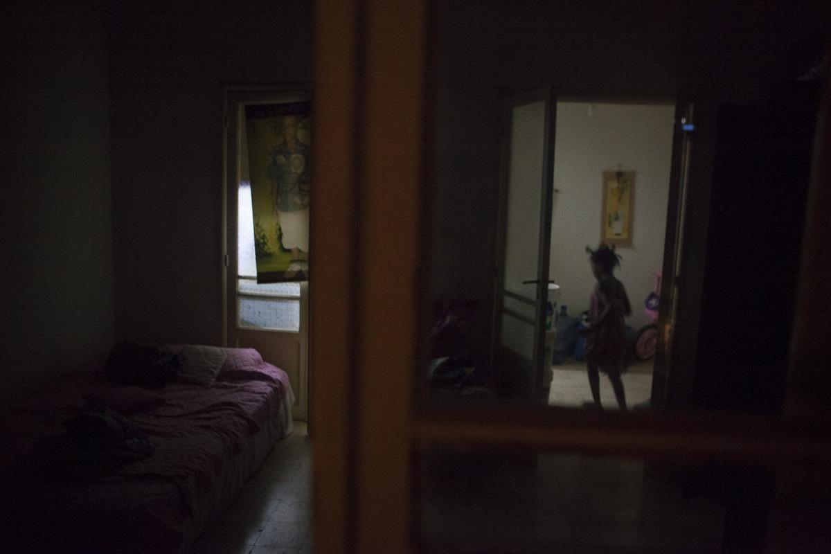 Adrienne Surprenant - La famille nest réunie quun soir par semaine, dans un appartement que Delphine loue en banlieue de Beyrouth.