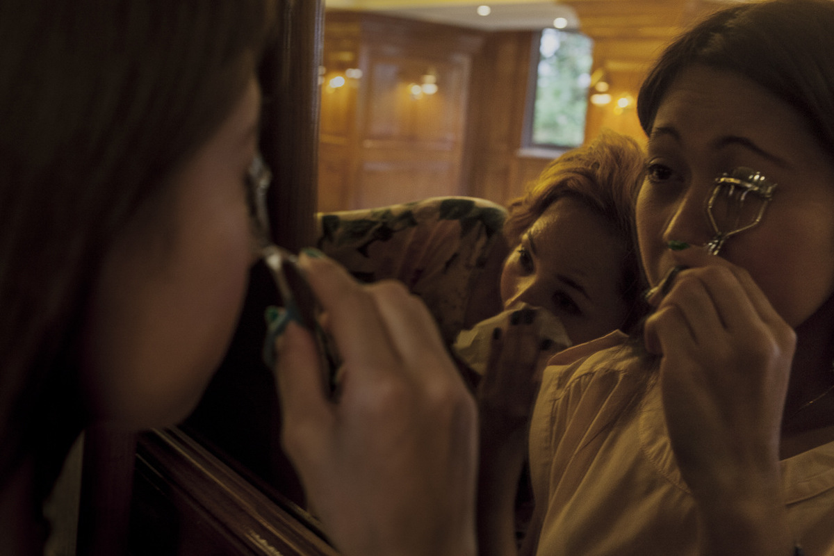 Adrienne Surprenant - Depuis plus dun mois, Bella occupe ses dimanches à se préparer pour un concours de mode organisé au sein de la communauté philippine de Beyrouth. Ici, elle termine une répétition de la chorégraphie de lévénement. Elle se re-maquille avant daller rejoindre ses amis au karaoké.