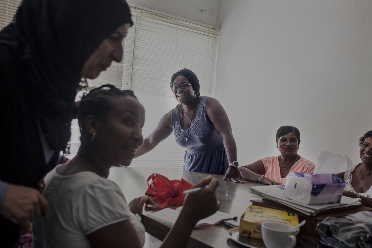 Adrienne Surprenant - Après 13 ans de fidèles et loyaux services chez son employeure, Rose travaille désormais à son compte. Son temps libre, elle lutilise pour défendre les droits des travailleuses migrantes. Ici, un samedi après-midi en pleine réunion syndicale.