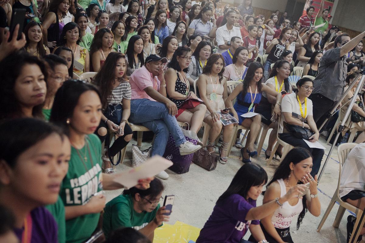 Adrienne Surprenant - Tous les dimanches, la communauté Philippine se rassemble dans Hamra, pour des défilés, des concours, et des fêtes diverses.