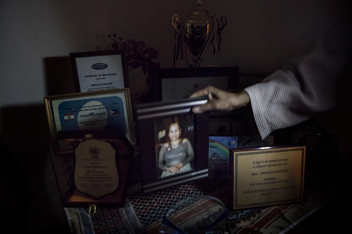 Adrienne Surprenant - Ses nombreuses implications dans la communauté philippine ont valu à Amy des trophées et certificats, notamment de la part de son ambassade.