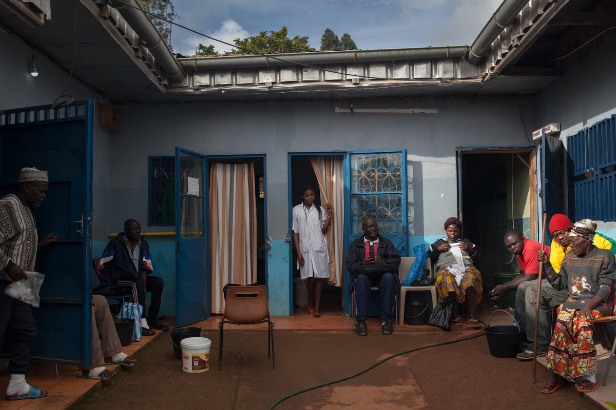 Adrienne Surprenant - When the hospital started in 2008, it only had 10 beds. Today, 42 of the 45 hospital places are occupied. About 20 patients from the area are treated externally and some come to monitor their wounds and change dressings.