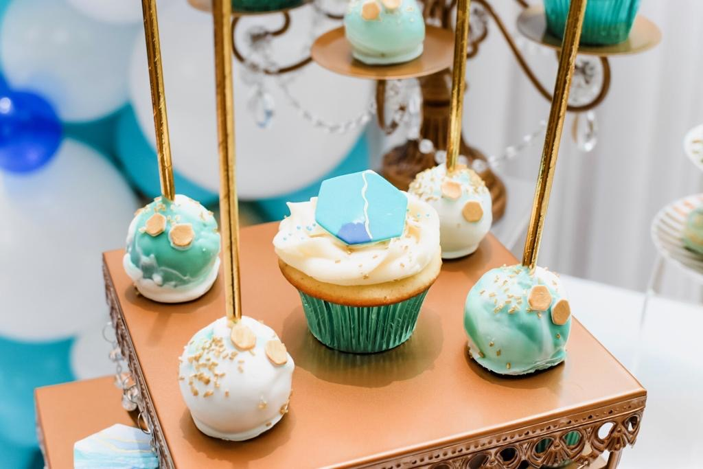 Simply Cakes - Marbled cake pops with rose gold accents