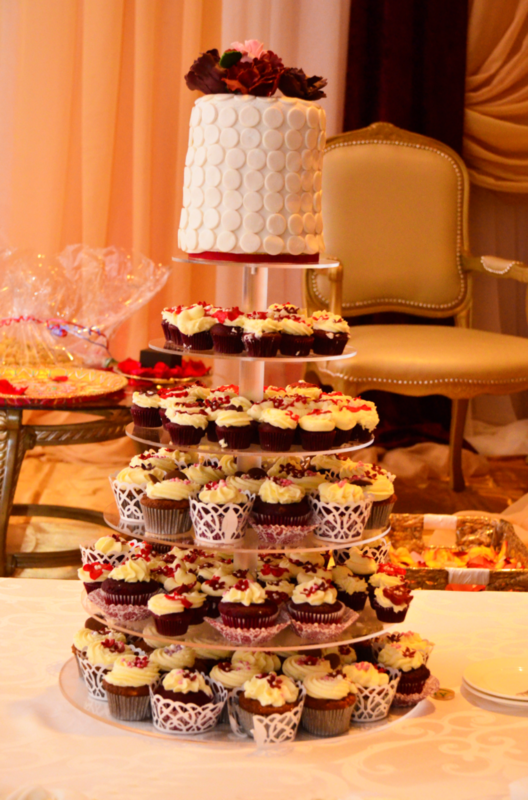 Simply Cakes - Engagement cake and cupcakes duo