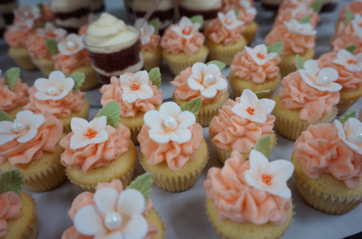 Simply Cakes - Handmade flowers with pearl detailing