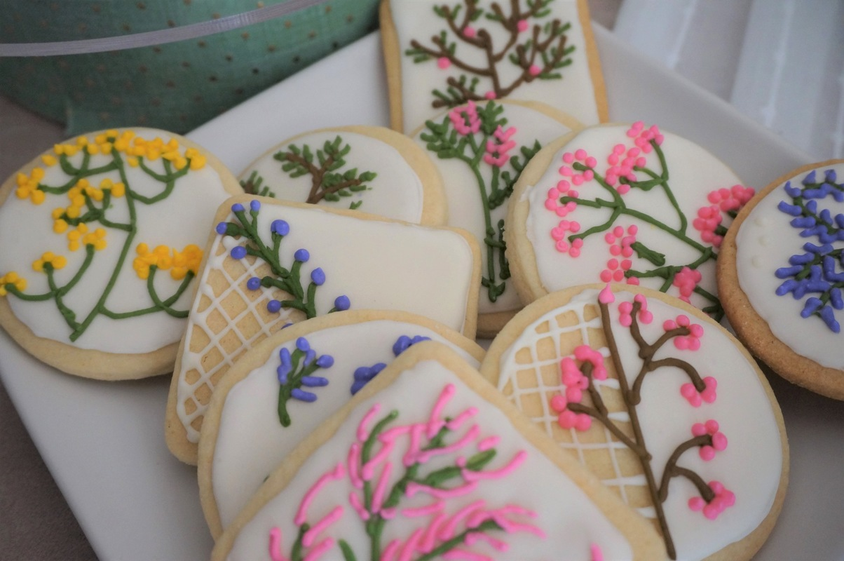 Simply Cakes - Handmade floral sugar cookies, each one is unique!