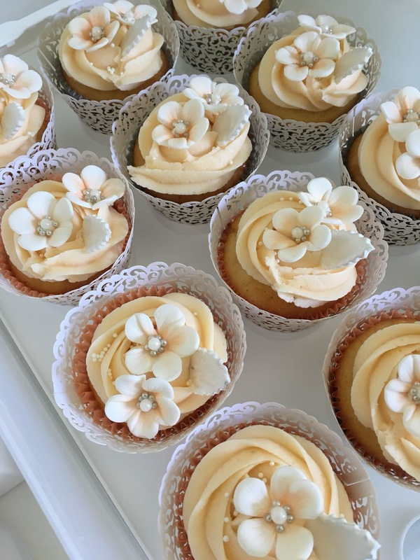 Simply Cakes - Cupcakes for an intimate wedding ceremony