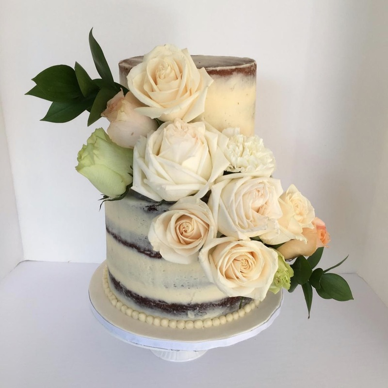 Simply Cakes - Naked cake with fresh flowers