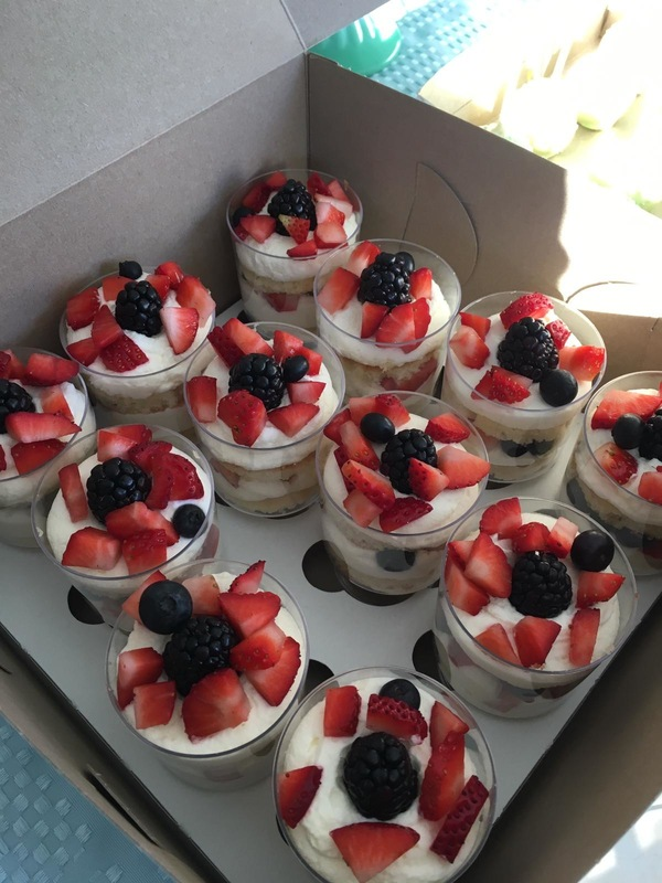 Simply Cakes - Layered fruit and cake desserts