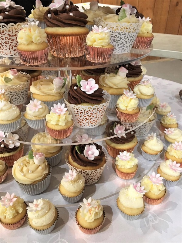 Simply Cakes - Wedding cupcakes with rose gold and lace accents