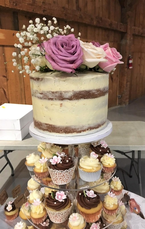 Simply Cakes - Fresh flowers on this naked cake topper