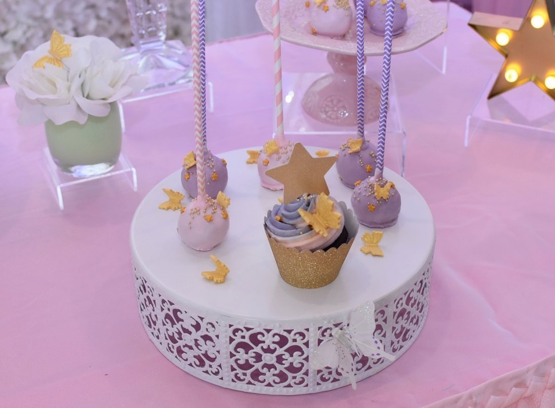 Simply Cakes - Cupcakes and cake pops with gold accents