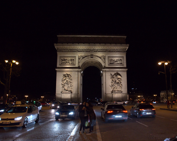 Damon Lum Photography - Unnoticed, Arc de Triomphe, Paris