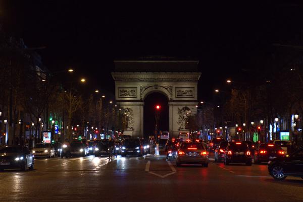 Damon Lum Photography - Friday Night, Avenue des Champs-Élysées, Paris
