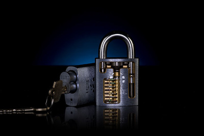 Brad Hofbauer - Graphic Design & Photography - L0ckcr4ck3r cutaway lock product photo