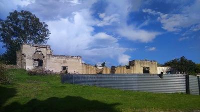 Elisa Lemus - Las ruinas en la calle son un paisaje muy común en Atlangatepec. Todo un dilema sobre la declaración de patrimonio cultural en estos pueblos.