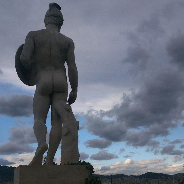 Design&Art - desnudo suspicaz