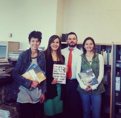 Ciudad Sostenible - Camara de Comercio de #Bogotá nos donó aprox 60 libros para la Biblioteca. Natalia Tinjacá la gestora de esta donación.