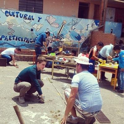 Ciudad Sostenible - Equipo de voluntarios Sesión 3. Construcción de muebles.
