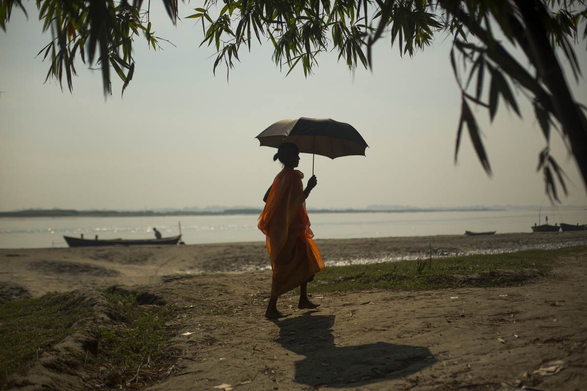 Jennifer Gonzalez | Multimedia Photojournalist - A woman walks along the Sapta Koshi River in the district of Saharsa, India. India, 2013.