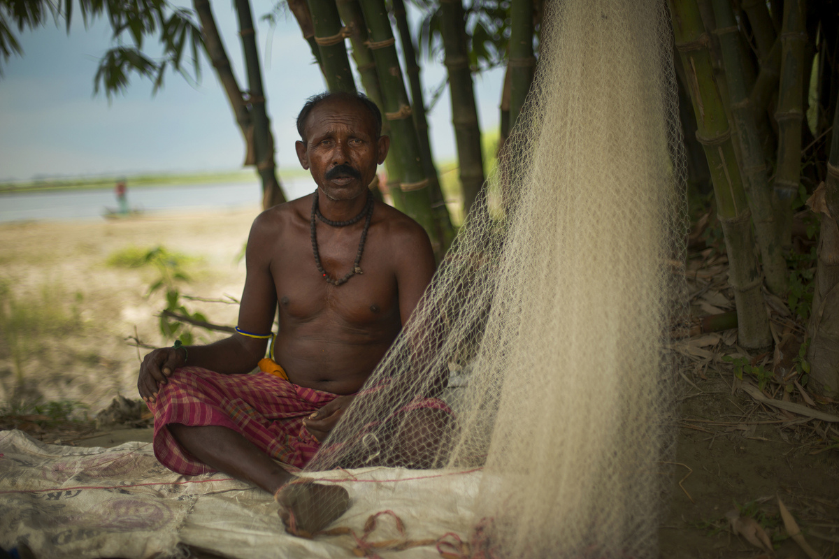 Jennifer Gonzalez | Multimedia Photojournalist - Fisherman, Koshi River, India, 2013