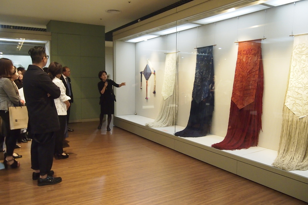 SiennaMartz - THE CURATOR OF THE CHUNG YOUNG YANG EMBROIDERY MUSEUM GIVING A PRIVATE TOUR