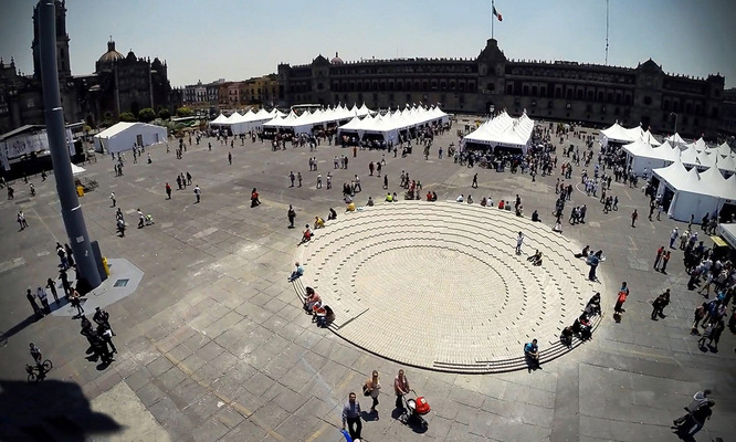 Lucía Villers - Construction for Alberto Odériz. Zócalo installation, Mexico City (2014)